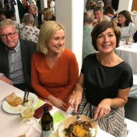 Unsere Bürgermeisterkandidatin Maria Wirnitzer mit Doris Rauscher und Sepp Mittermeier auf der Jubiläumsfeier zu 25 Jahren Partnerschaft von Vaterstetten mit Alem Katema