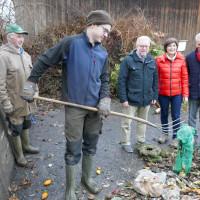 Auf dem Bild von links nach rechts: Johann Hackl, Mathias Hackl (Betreiber der Kompostieranlage), Josef Mittermeier (Sprecher SPD-Gemeinderatsfraktion), Maria Wirnitzer (SPD-Bürgermeisterkandidatin), Günter Lenz (dritter Bürgermeister)