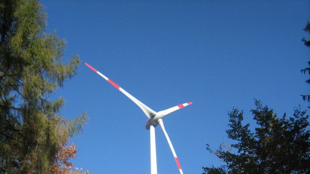 Windrad im Hamberger Forst
